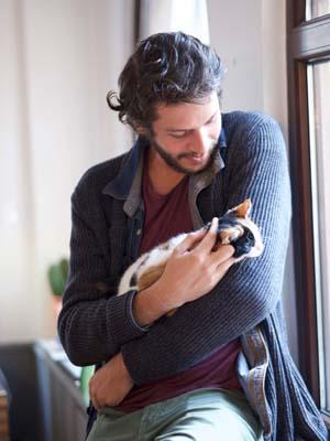 Barış Aytaç ve ajans kedisi Yaman