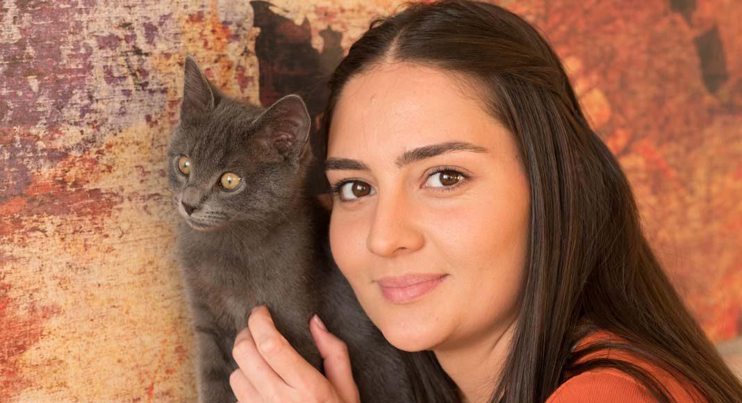 Kedi sahibi olmak kelimelerle anlatılamaz- Duygu Keser