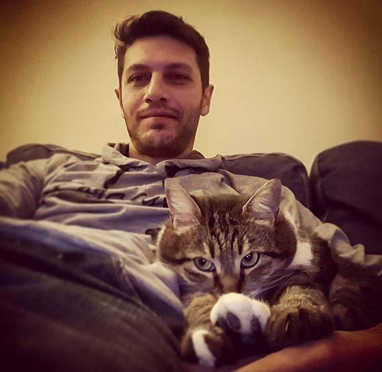Barış Aytaç ve kedisi Kutti